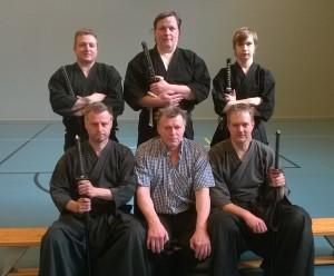 Vakavia miehiä, Iaido-leirikuva 10.5.2014